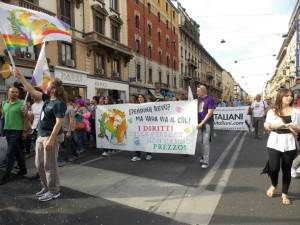 Arcobaleni in marcia al Pride a Milano: le foto