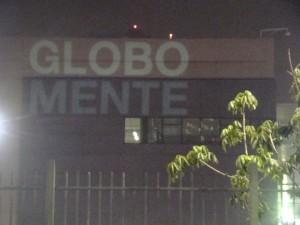 Protesto contra a TV Globo fecha avenida e marca o prédio em SP