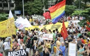 Manifestantes entram em confronto com a polícia no Maracanã