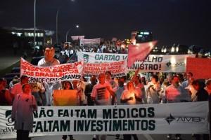 Ministério da Saúde vai contratar mais médicos brasileiros e estrangeiros