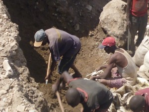 R D du Congo : « 80 personnes tuées dans un éboulement survenu dans la carrière artisanale de MUSEBE en province du Katanga»