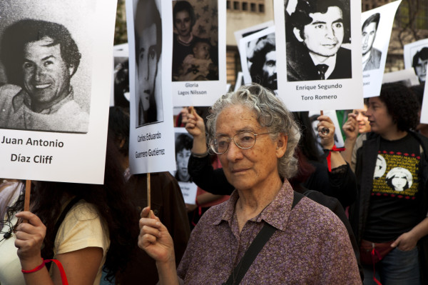 Protesto pela memória de mortos e desaparecidos políticos é reprimido no Chile