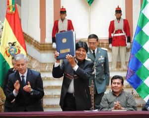 Bolivia prohibe transgénicos en su territorio y el latifundio