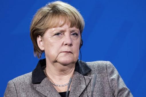 Angela Merkel encabeza los sondeos, pero todavía no le alcanza para formar gobierno