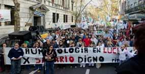 Trabalhadores da construção mobilizam-se em massa no Uruguai