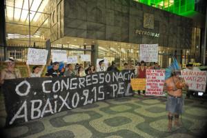Índios fazem ato no Rio contra projetos que podem reduzir seus direitos