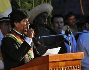 Evo Morales anuncia doble aguinaldo para trabajadores públicos y privados