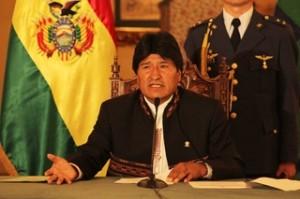 Morales: si Obama quiere homenajear a Mandela debe retirarlo de la lista de terroristas y no invadir países