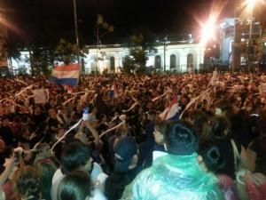 Indignados paraguayos ganan un round al Parlamento