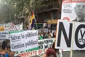 Españoles protestan contra recortes en Salud, Ciencia y Educación