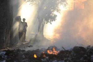 Protesto fecha avenida no Rio contra morte de moradora do Morro do Congonha