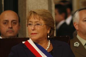 Bachelet anuncia nueva agenda con pueblos indígenas en Chile