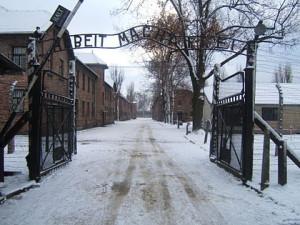 Una delegazione del Comune di Milano in visita ad Auschwitz
