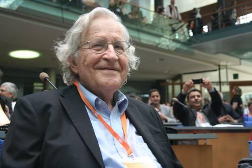 Chomsky: Sobre a precarização do trabalho e da educação na universidade