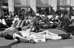 Die Pflege liegt am Boden – Protest gegen den Notstand im Pflegebereich