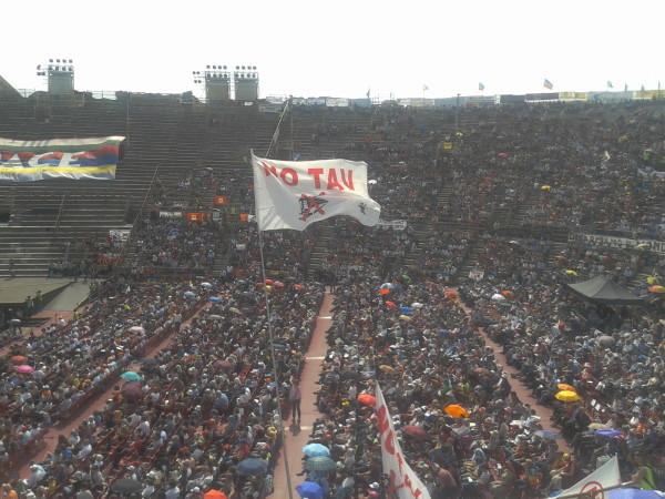 Italien: über 10.000 Menschen demonstrieren gegen den Krieg in der Arena von Verona