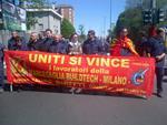 Emma Marcegaglia  festeggia la nomina all'Eni chiudendo la sua fabbrica di Milano. Gli operai bloccano viale Sarca