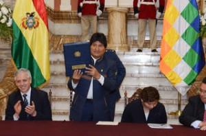 Morales promulga Ley de Inversiones orientada al desarrollo económico y social del país