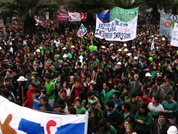 Künstleraktion befreit chilenische StudentenInnen von Millionenschulden