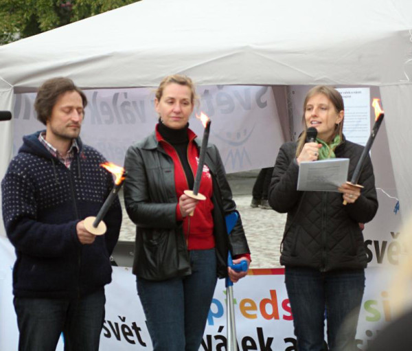 """Praga: """"happening"""" por la paz y la no violencia en Ucrania"""