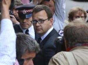 Ex-editor de jornal de Murdoch é condenado à prisão
