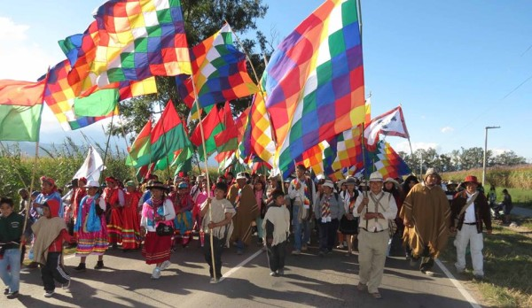 Una multitudinaria marcha recordó en Jujuy «La noche del apagón» con Blaquier cerca del banquillo