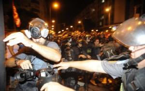 Polícia Militar agrediu um jornalista por dia em protestos durante a Copa (vídeo)