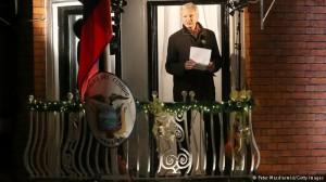 En 2° año de asilo Assange recibe visita de canciller ecuatoriano