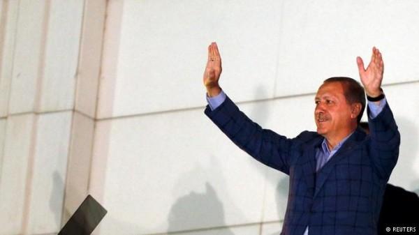 Eleito presidente, Erdogan consolida poder na Turquia