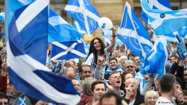 Em grande expectativa, Escócia conta votos do referendo
