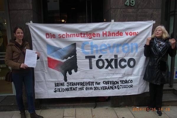 EcuaSoli reclama a Chevron en Alemania el pago de la deuda de miles de millones