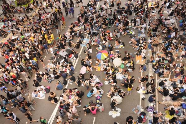 2-Hong-Kong-youg-people-protesting.-Sept-2014-Steven-Knipp.-11