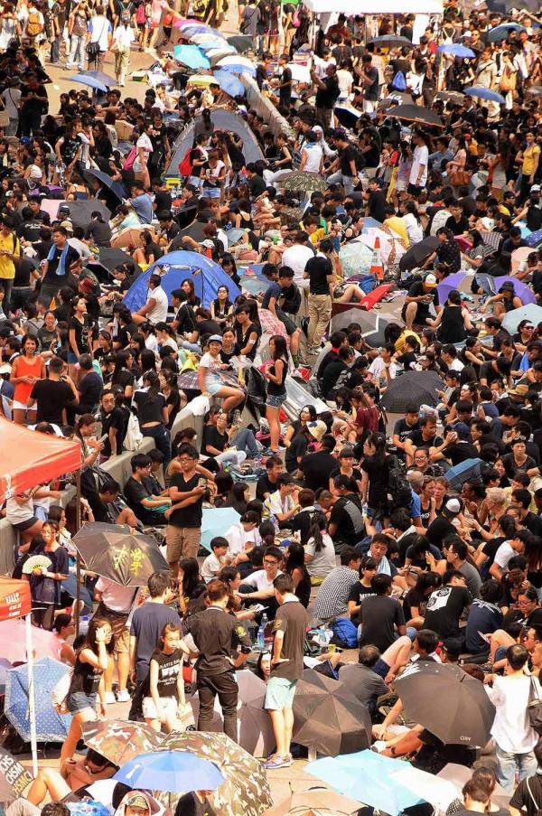 9-Dense-protesta-multitudes-Hong-Kong.-Photo-By-Steven-Knipp.1