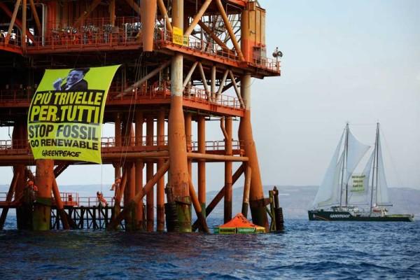 Greenpeace: Renzi sta con i petrolieri
