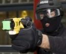 La sicurezza asimmetrica: polizia con taser e microcamera, ma senza numero identificativo