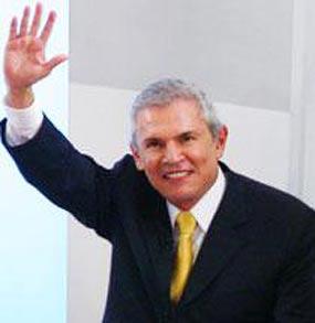 Favorito Castañeda consolida victoria en elección peruana