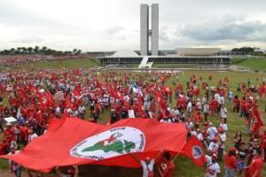 Por que a Via Campesina declara apoio à reeleição de Dilma a Presidência?