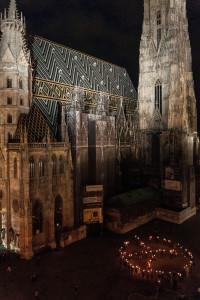 Wien – Tag der Gewaltfreiheit – Peacezeichen am Stephansdom