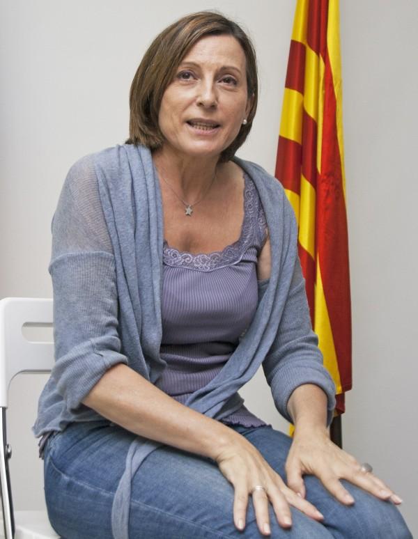 """""""La Costituzione spagnola è stata scritta con persone che hanno collaborato con la dittatura e all'ombra dell'esercito"""". Intervista a Carme Forcadell"""