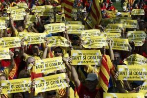 """I Catalani dicono """"sì"""" all'indipendenza nella consultazione senza valore costituzionale"""