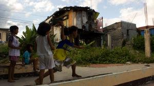 Millones de filipinos tratan de volver a ponerse en pie un año después del tifón Haiyan
