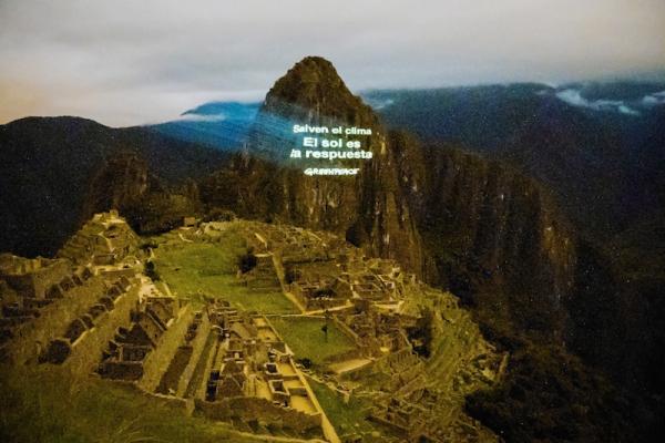 Perù: proiettano messaggio per il solare sul Machu Picchu