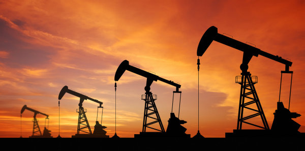 Petrolio, il prezzo crolla. Putin ha paura