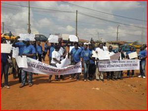 Cameroun : le régime autoritaire cherche à intimider la population et augmente la dette