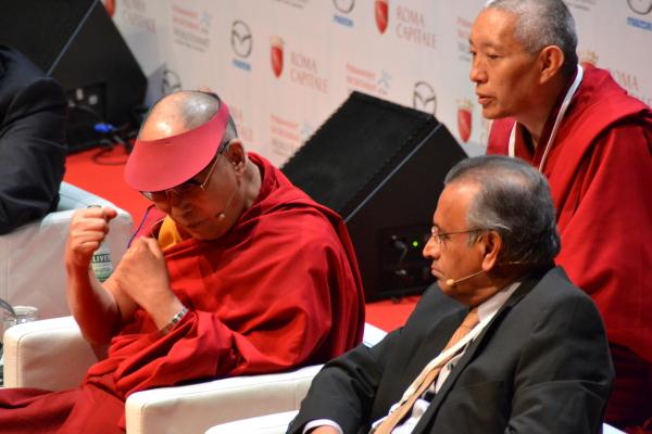 Cumbre de los Nobel: La incómoda sabiduría del Dalai Lama