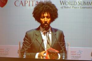 Tareke Brhane, medaglia per l'attivismo al Summit dei Nobel