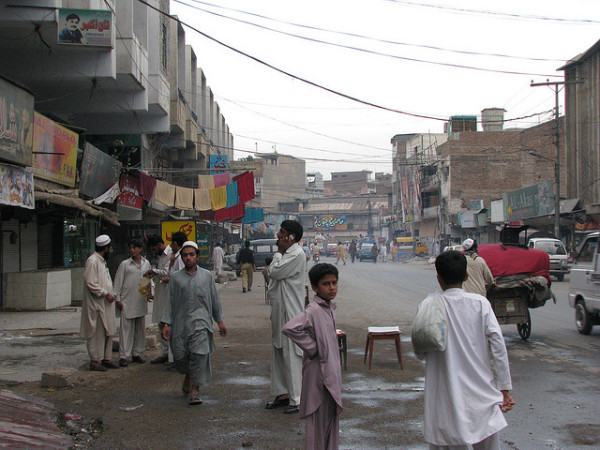 Pakistan: il giorno dopo il massacro, il Paese tenta di reagire