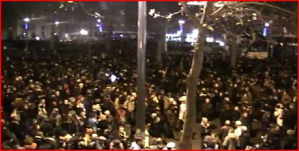«L'amour plus fort que la haine», hommage aux victimes de l'attaque armée de Charlie Hebdo