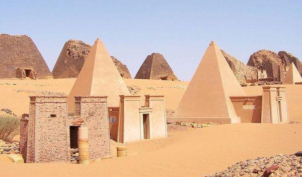 Katar startet Projekt zum Erhalt der berühmten Pyramiden von Meroë im Sudan