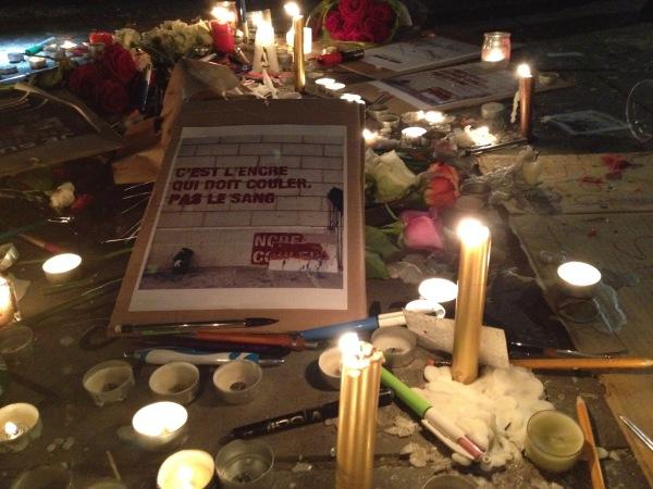 """""""L'amore è più forte dell'odio"""", l'omaggio alle vittime dell'attacco armato a Charlie Hebdo"""